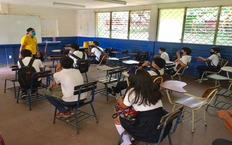 Social distancing at a Nicaraguan secondary school. Photo credit: el19digital